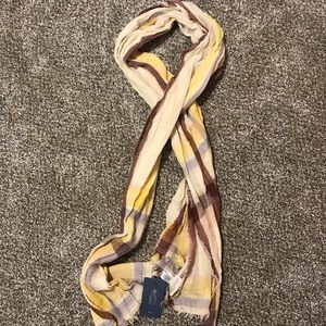 Women's scarf never worn